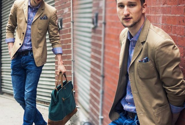 kết hợp áo sơ mi và áo vest nam